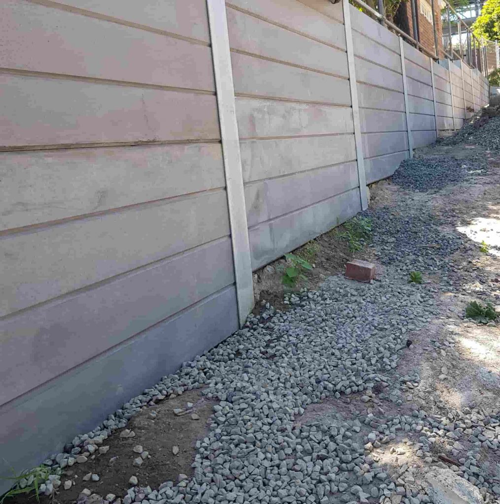 Concrete sleeper retaining wall - plain finish
